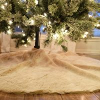 DIY Faux Fur Tree Skirt (and Garland!)